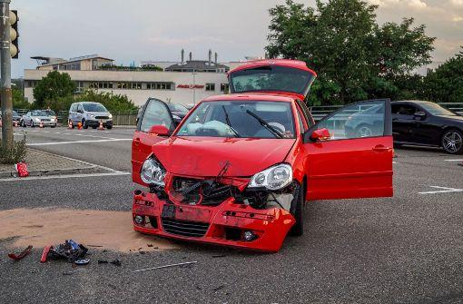 Autos rasen an Ampel ineinander