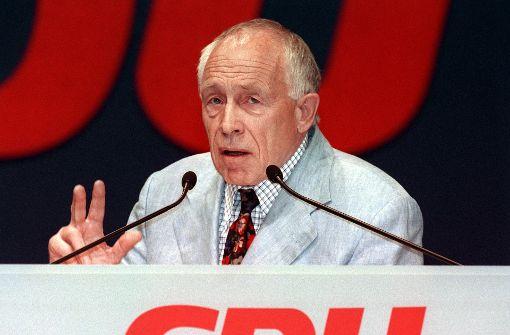 Heiner Geißler, hier im April 1999 auf dem CDU-Bundesparteitag in Erfurt, ist über Jahrzehnte einer der profiliertesten Politiker des Südwestens gewesen.  Foto: dpa