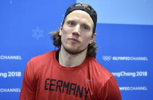 Eishockey-Star Christian Ehrhoff trägt deutsche Fahne