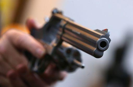 Bei einem Streit mit einem Autofahrer in Göppingen zückt ein 23-Jähriger eine Luftpistole und schießt damit auf den 31-Jährigen. Foto: dpa (Symbolbild)