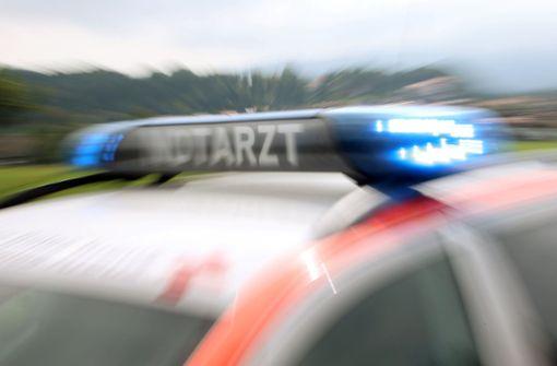 Drei Männer werden aus Auto geschleudert