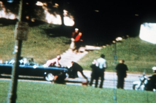 Um historische Filmaufnahmen der Kennedy-Ermordung gibt es Streit. Foto: dpa