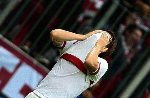 Gotoku Sakai trauert – wohin die Reise des VfB gehen wird, ist nicht klar. In unserer Fotostrecke sagen Ex-Profis und Ex-Trainer ihre Meinung. Klicken Sie sich durch. Foto: Pressefoto Baumann
