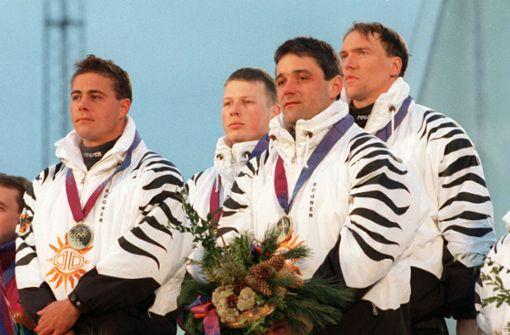 1994 fanden die Olympischen Spiele im norwegischen Lillehammer statt. Deutschland hatte auf seiner Kleidung ein Zebramuster.  Foto: dpa