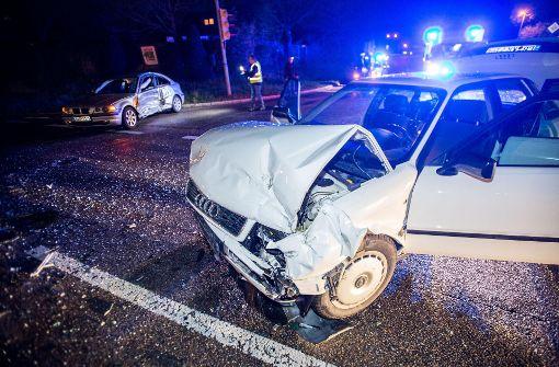 Verkehrsschilder nicht beachtet - Vier Verletzte bei Unfall