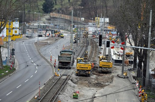 Die Sperrung der Bundesstraßen 10 und 14 hat für Staus in Stuttgart gesorgt. Foto: Andreas Rosar Fotoagentur-Stuttgart