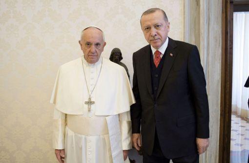 Ernste Mienen: Recep Tayyip Erdogan und Papst Franziskus in Rom. Foto: dpa