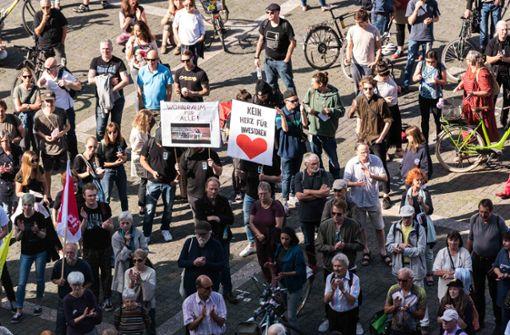 """Die Generaldebatte wurde auch vom Aktionsbündnis """"Recht auf Wohnen"""" begleitet.   Foto: Lichtgut/Max Kovalenko"""