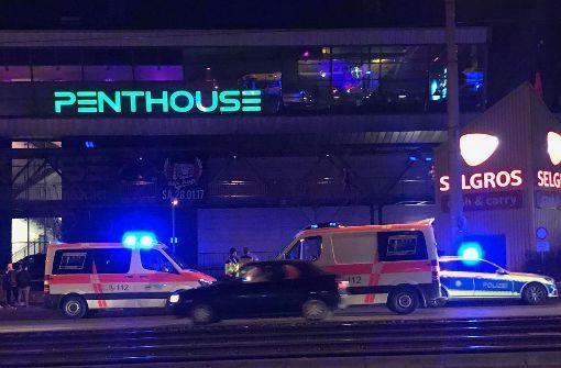 Großeinsatz von Polizei und Rettungskräften am Freitagabend auf der Heilbronner Straße vor der Discothek Penthouse. Foto: 7aktuell.de/Simon Adomat