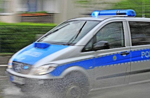 Randalierer verletzt Polizisten mit Kopfstoß