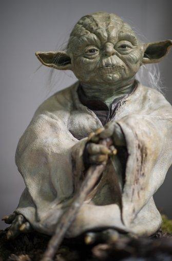 """Das einzig wahre grüne Männchen:  Jedi-Meister Yoda aus den Science-Fiction-Filmen """"Star Wars"""".  Foto: dpa"""