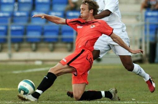 Andreas Hinkel würde gerne wieder beim VfB Stuttgart auflaufen. Klicken Sie sich durch seine Zeit als Junger Wilder und Nationalspieler. Foto: dpa
