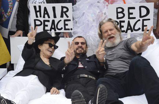 Yoko Ono und Ringo Starr für Promoaktion im Bett