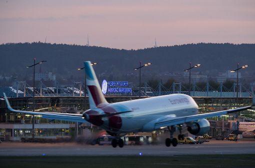 Eine Maschine der Fluglinie Eurowings wurde zu einem ungeplanten Zwischenstopp gezwungen. (Symbolfoto) Foto: dpa