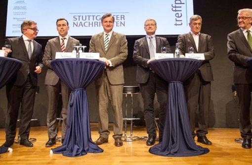 Vor dem Endspurt: die sechs Spitzenkandidaten für die baden-württembergische Landtagswahl. Dieses Bild zeigt sie als Podiumsgäste im Treffpunkt Foyer der Stuttgarter Nachrichten am 24. Februar 2016, von links: Guido Wolf (CDU), Nils Schmid (SPD), Hans-Ulrich Rülke (FDP), Jörg Meuthen (AfD), Bernd Riexinger (Linke) und Winfried Kretschmann (Grüne). Foto: dpa