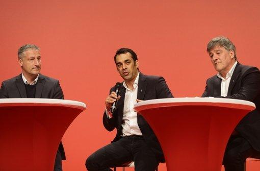 Jürgen Kramny, Robin Dutt und Bernd Wahler auf dem Podium der Zukunftswerkstatt.   Foto: Pressefoto Baumann