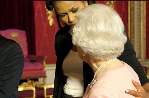 Michelle Obama erklärt ihren Fauxpas mit der Queen