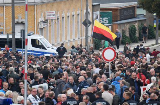 Hunderte Bürger versammeln sich bei Protestkundgebung