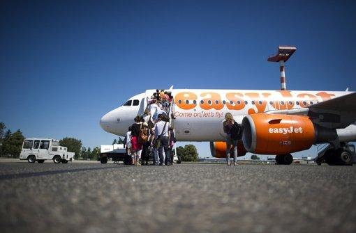 Am Flughafen Berlin-Schönefeld steht eine Maschine von Easyjet – ein ähnliches Bild wird sich von Sommer 2005 an auch in Stuttgart bieten Foto: dpa
