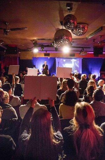 Die Publikumsjury stimmt im Zwölfzehn nach einem Auftritt ab. Foto: Lichtgut/Julian Rettig