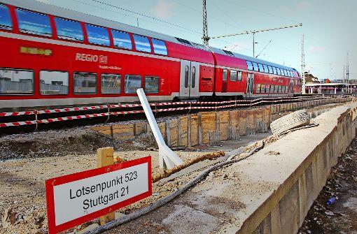 Am Bahnhof Feuerbach wird für S 21 der Anschluss an die Gleise des Tiefbahnhofs bereits gebaut. Doch nun fordern Kritiker auch mehr Gleise bis nach Zuffenhausen. Foto: Georg Friedel
