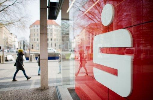 Auf Kunden der Sparkassen kommen wohl höhere Gebühren zu. (Archivfoto) Foto: dpa