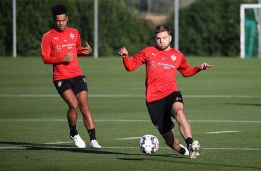 Zwei der drei Common-Goal-Mitglieder des VfB: Daniel Didavi und Alexander Esswein (re.) Foto: Baumann