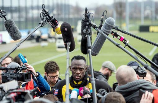 Bolt zieht die Fußballschuhe fürs BVB-Training an