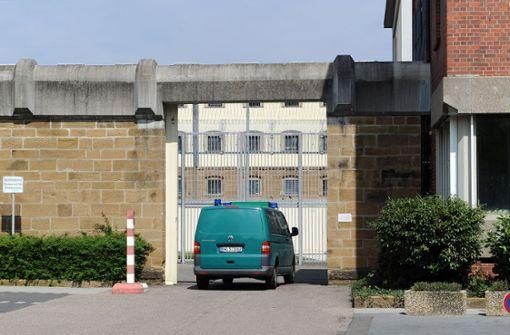 Der Bäckerei-Einbrecher wurde am Dienstag ins Gefängnis gebracht. Foto: dpa