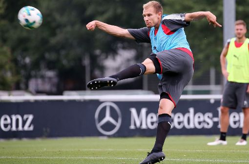 Von solchen Aktionen kann Holger Badstuber derzeit nur träumen. Der Abwehrspieler ist des VfB Stuttgart ist nach wie vor angeschlagen. Foto: Baumann