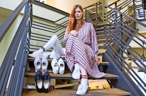 Sneaker mit Spitze – und nur für Frauen
