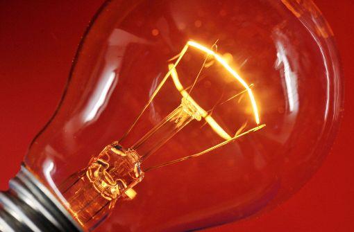 Die besten heutigen Li-NCM-Zellen erreichen eine Energiedichte von fast 700 Wattstunden pro Liter Volumen. Damit könnte man eine 100-Watt-Birne sieben Stunden lang betreiben. Foto: dpa