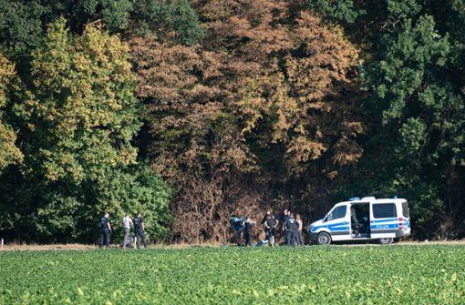 Ein Polizist hat am Hambacher Forst einen Warnschuss abgegeben. Foto: dpa