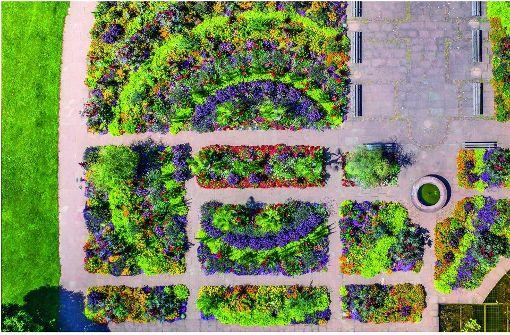 """Aus den Luftaufnahmen hat Benjamin Sauer einen Kalender gemacht: """"Kornwestheim von oben"""". Drei der Motive zeigen wir hier. Das September-Bild: eine Luftaufnahme vom Blumenbeet im Stadtgarten. Foto: Benni Sauer"""