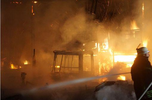 Maschinenhalle brennt vollständig nieder