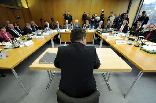 Ministerpräsident Stefan Mappus vor dem Untersuchungsausschuss Foto: dpa