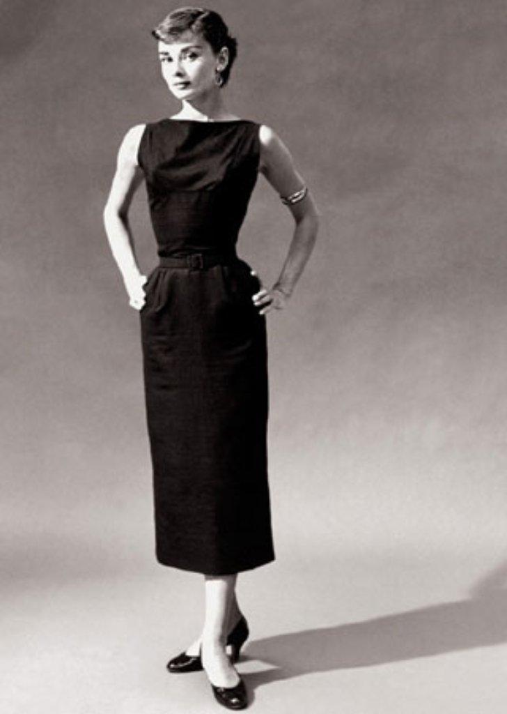 ihre anziehungskraft als filmstar mode ikone und wohlt terin ist auch 20 jahre nach audrey. Black Bedroom Furniture Sets. Home Design Ideas