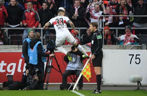 Nach Vorarbeit von Mario Gomez traf Daniel Ginczek zum 1:0 Foto: dpa
