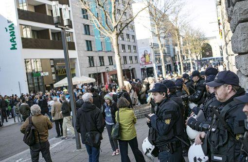 Hunderte gehen gegen Erdogans Pläne auf die Straße