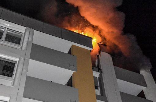 Am frühen Mittwochmorgen ist eine Wohnung in Böblingen-Dagersheim nahezu vollständig ausgebrannt.  Foto: SDMG