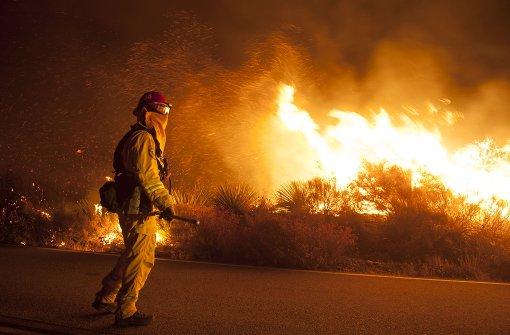 Zehntausende fliehen vor den Flammen