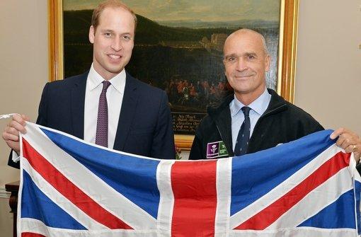 19. Oktober  2015: Prinz William (links) und Henry Worsley mit der britischen  Flagge.    Foto: AP