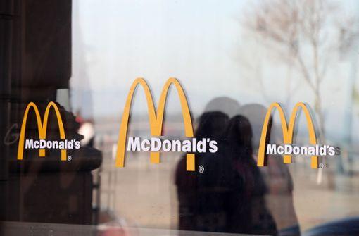 Frau würgt McDonalds-Mitarbeiterin wegen Ketchup