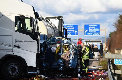 Am Montagnachmittag sind auf der A5 mehrere Menschen ums Leben gekommen. Foto: dpa
