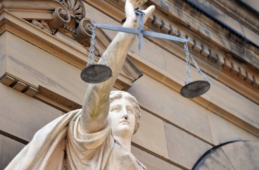 Die Richter verurteilen einen Zuhälter. Foto: dpa