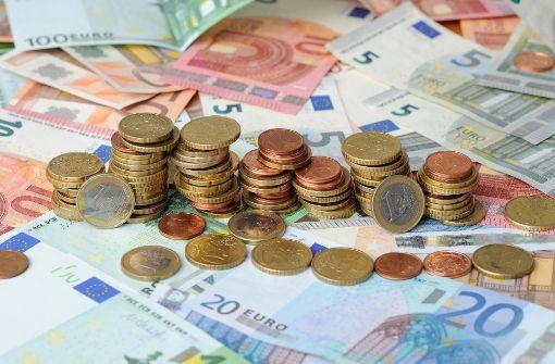 Wer vor Silvester noch aktiv wird, kann bares Geld sparen. Foto: dpa