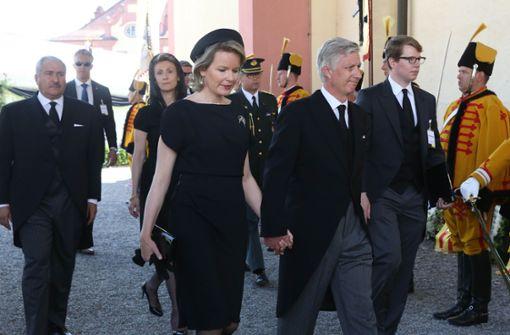 Zahlreiche Gäste, Minister und der Hochadel nehmen Abschied