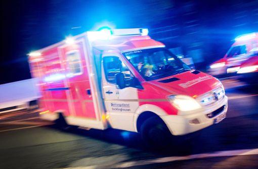 In Tuttlingen hat ein Rettungswagen einen Fußgänger erfasst. Foto: dpa