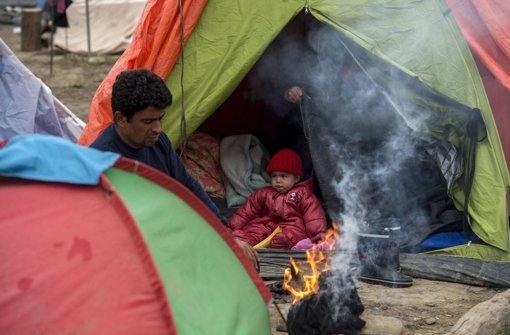 Eine Alltagsszene aus dem Zeltlager in Idomeni an der griechisch-mazedonischen Grenze.  Foto: dpa