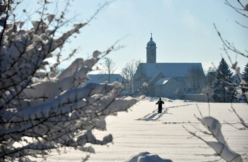 Kirche im Winter Foto: dpa